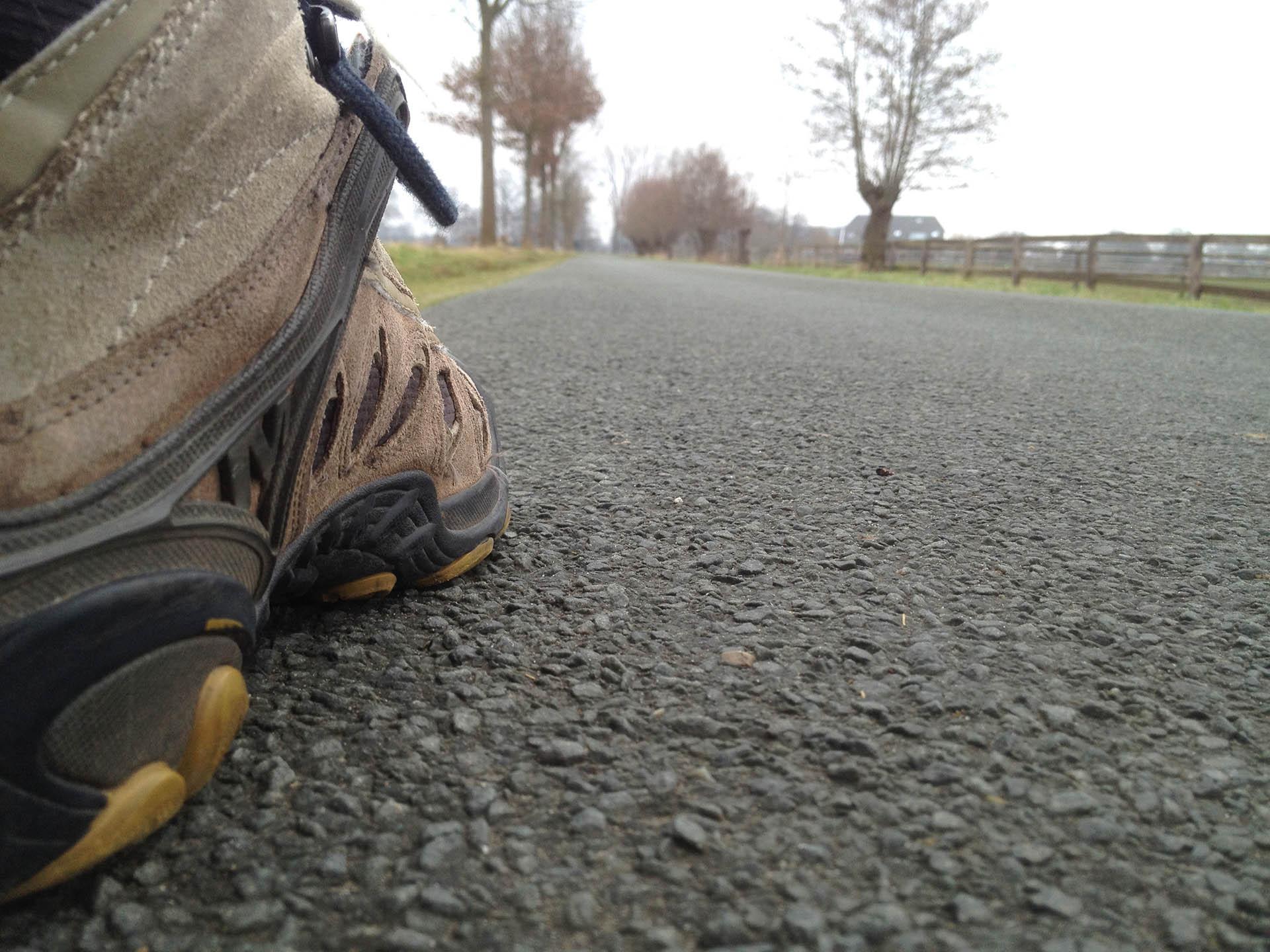 Een boek schrijven tips: wandelschoenen